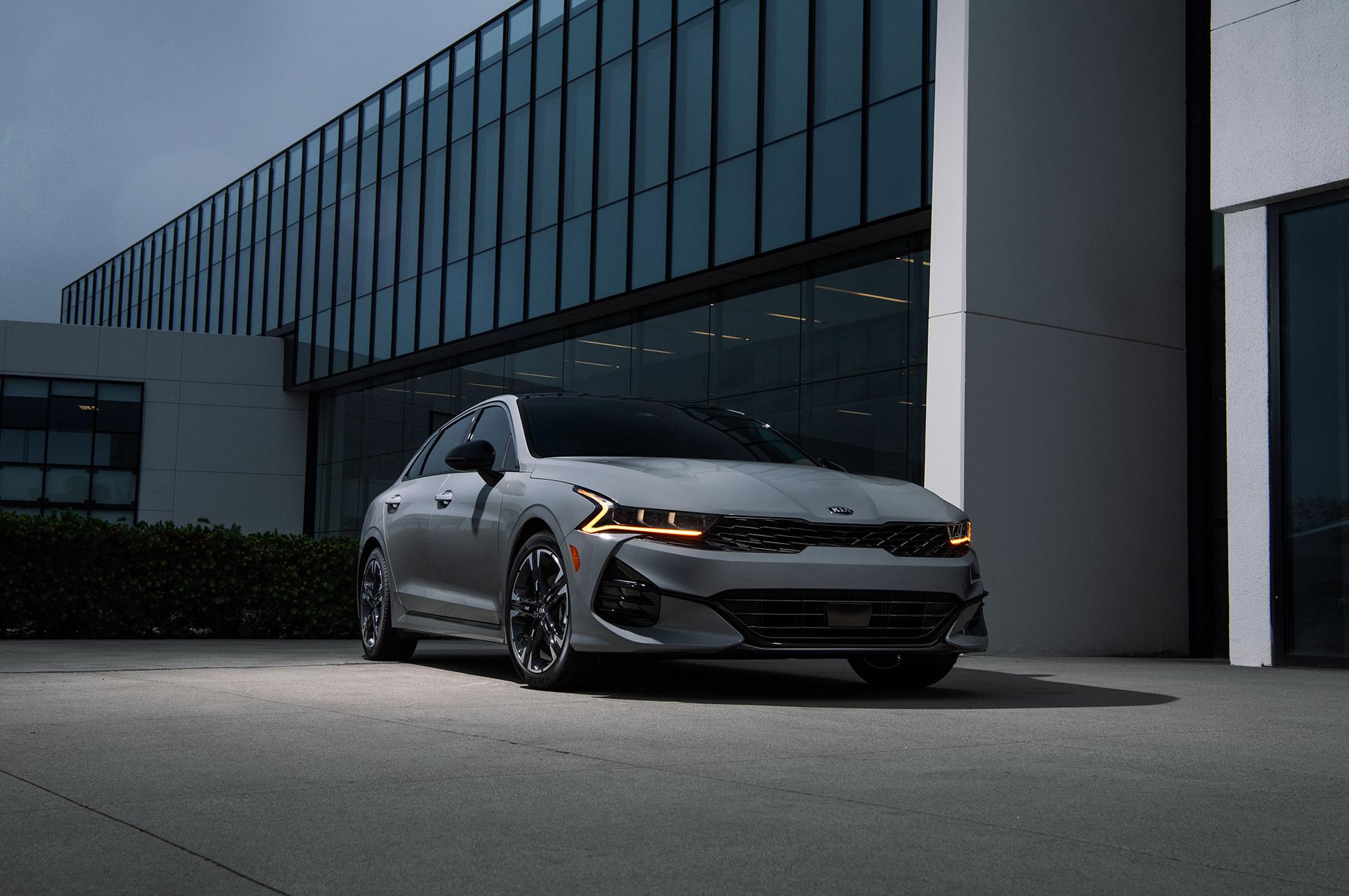 КИА К5 в США выделяется сочетанием двигателя и полного привода